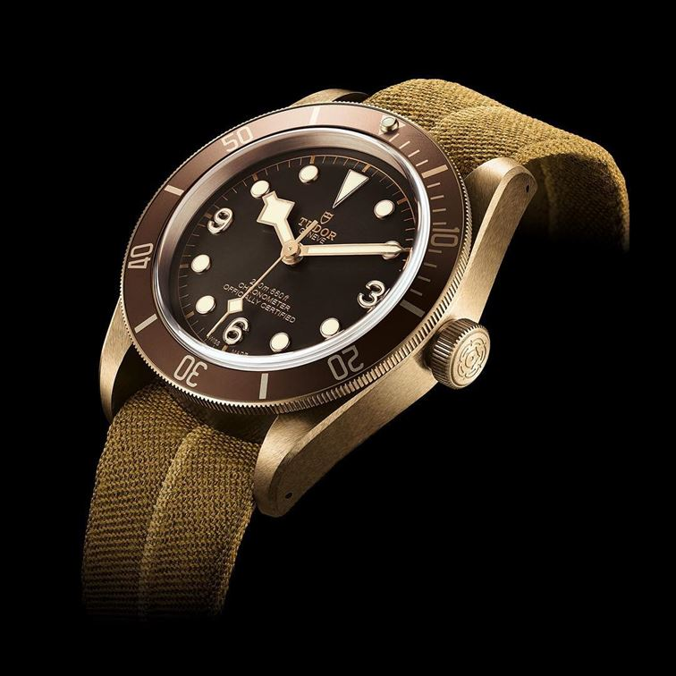 It's time to introduce the new TUDOR Heritage Black Bay Bronze! 43 mm divers' watch inspired by the brand's history and fitted with a mechanical movement developed and produced in-house by @TUDORwatch. #TUDORwatch #BlackBay #Baselworld2016 #brombergsjewelry #brombergswatch