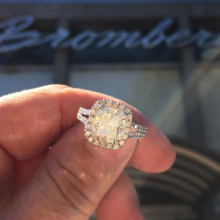 It's going to be a bright sunshiny day here at Bromberg's! Stop in and see us! #brightsunshinyday #riseandshine #sparkle #diamondring #engagementring #brombergsjewelry #happysaturday